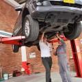 Автомобил и гараж