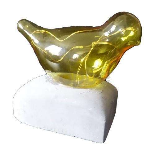 Лед врабче на камък