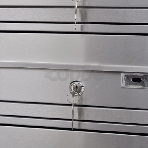 Тройна пощенска кутия на стоманена стойка